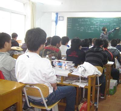来找赤峰专科本科学历提升学的同学们看看学历重不重要?