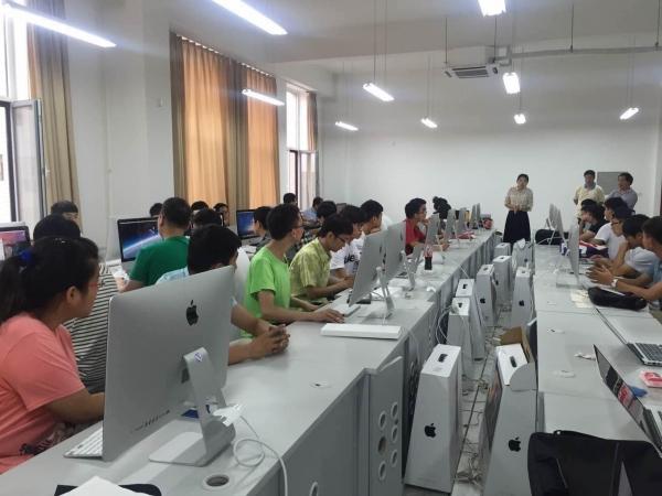 赤峰计算机培训学校关于女生学计算机专业的优劣分析: