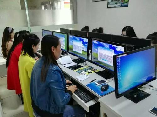 近期,赤峰计算机培训学校赤峰一点通的网编在后台管理接到数最多的难题