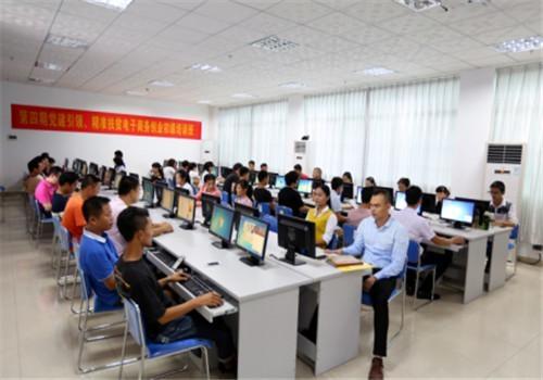 赤峰计算机培训学校什么人适合从事平面设计工作?