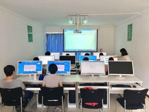 """报考""""计算机类专业""""可以选择这8个,赤峰计算机培训学校就业优势大,需求量更高~"""